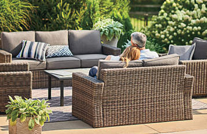 What are the main factors affecting PE rattan outdoor furniture