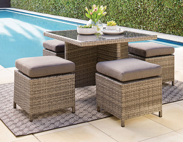 How to choose high-quality outdoor furniture tables and chairs