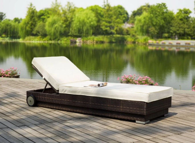 Item HB51.9122 Wicker Poolside Chaise Lounge Sunbed Outdoor Furniture